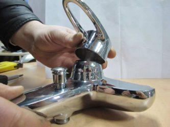 Как заменить картридж в смесителе в ванной?