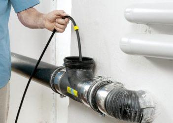 Как чистить тросиком канализацию?