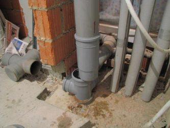 Как заменить тройник в стояке канализации?