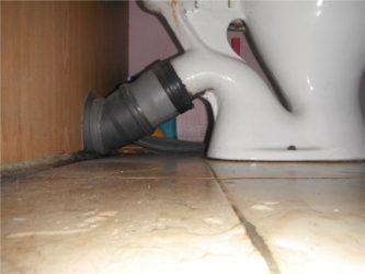 Как правильно подключить унитаз к канализации?